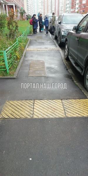Тактильную плитку на Недорубова восстановили коммунальщики