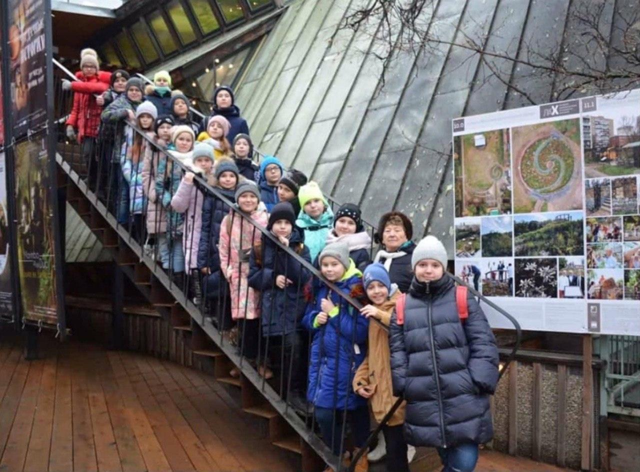 Учащиеся школы № 2089 посетили урок в Аптекарском огороде