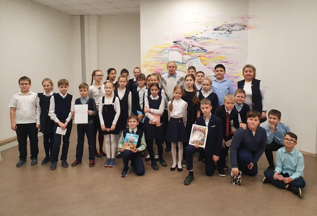 Учащиеся школы № 2048 познакомились с писателем Владимиром Борисовым